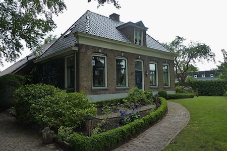 Attractive holidayhome with bikes nearby Giethoorn - Nijeveen - House