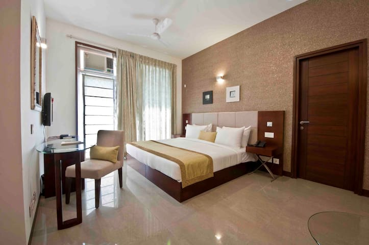 Stately Suites Golf Course Road - Gurugram - Hotel boutique