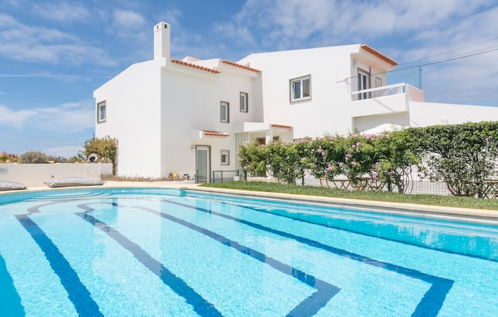Free Spirit House Cascais - Bed -shared Dorm 6 pax