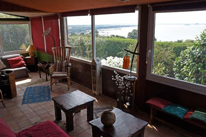 maison familiale sur la baie du mont st michel maisons louer champeaux normandie france. Black Bedroom Furniture Sets. Home Design Ideas
