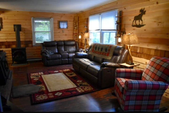 Cozy chalet home with private beach !