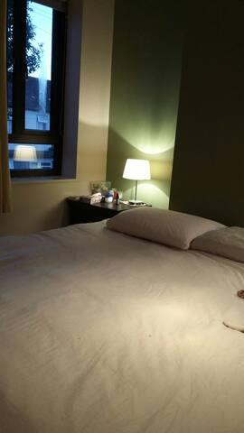 Comfy room for female traveller - Barking - Talo