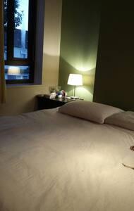 Comfy room for female traveller - Barking
