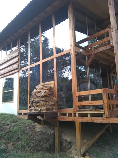 Habitacion en cabaña tranquila, cerca a medellin