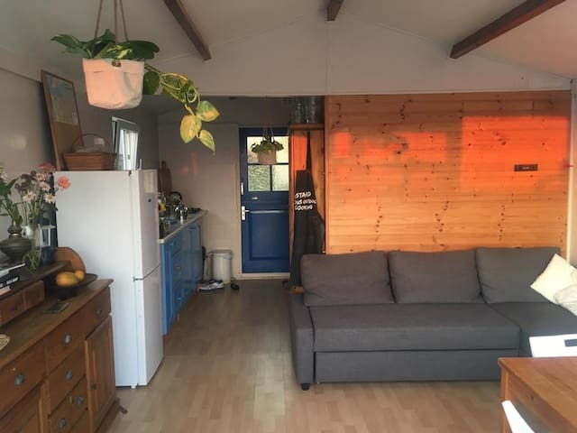 Cosy Beach house for 2-4 persons in Ijmuiden