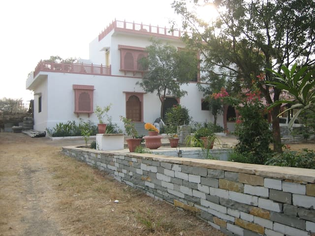 Beautiful And inviting place in Rural and orchard surrounded place to stay