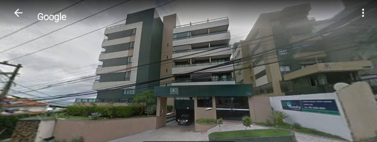 Fachada com guarita e garagem -Building front with garage