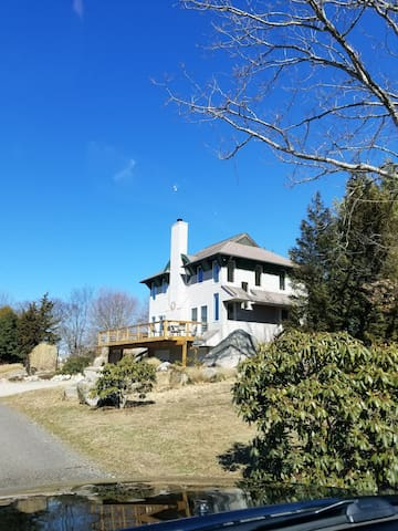 NEW LSTING With Beautiful Views in Mystic, CT.