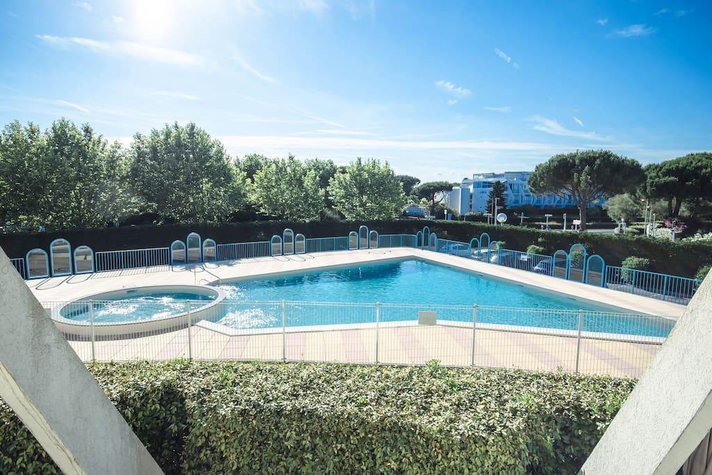 Appt p2 plages piscine clim 39 wifi garage for Piscine grande motte