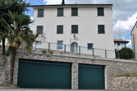 Appartamenti alla Lanterna (3) Giallo
