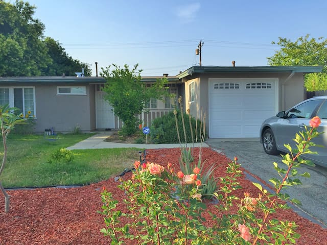 Private Cozy Bedroom with Priv Bathroom For Rent - West Covina - Casa