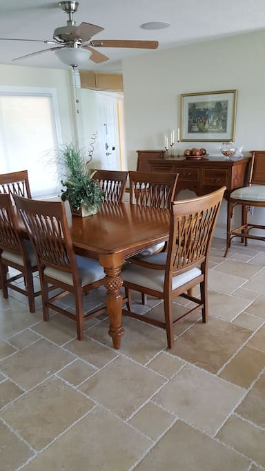 Dining area seating for 6.