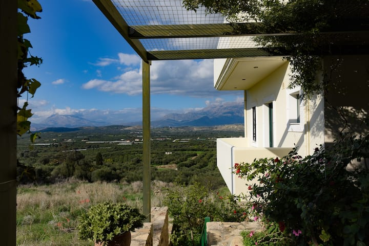 Kouses apartment with view