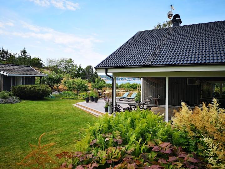 Stor havsnära villa i Kolhättan på Västkusten