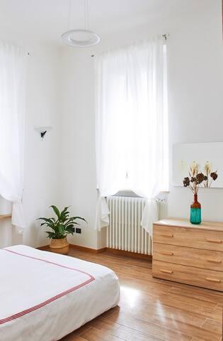 M.I.A. Home, stanza privata con bagno Reggia Monza