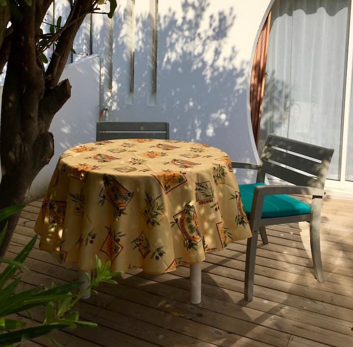 Agréable studio avec jardin