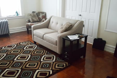 Very comfy room close to Airport, Park, Buses..etc - Newark - Apartment