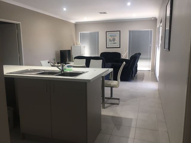 Great place to stay in Perth - Bentley - Casa