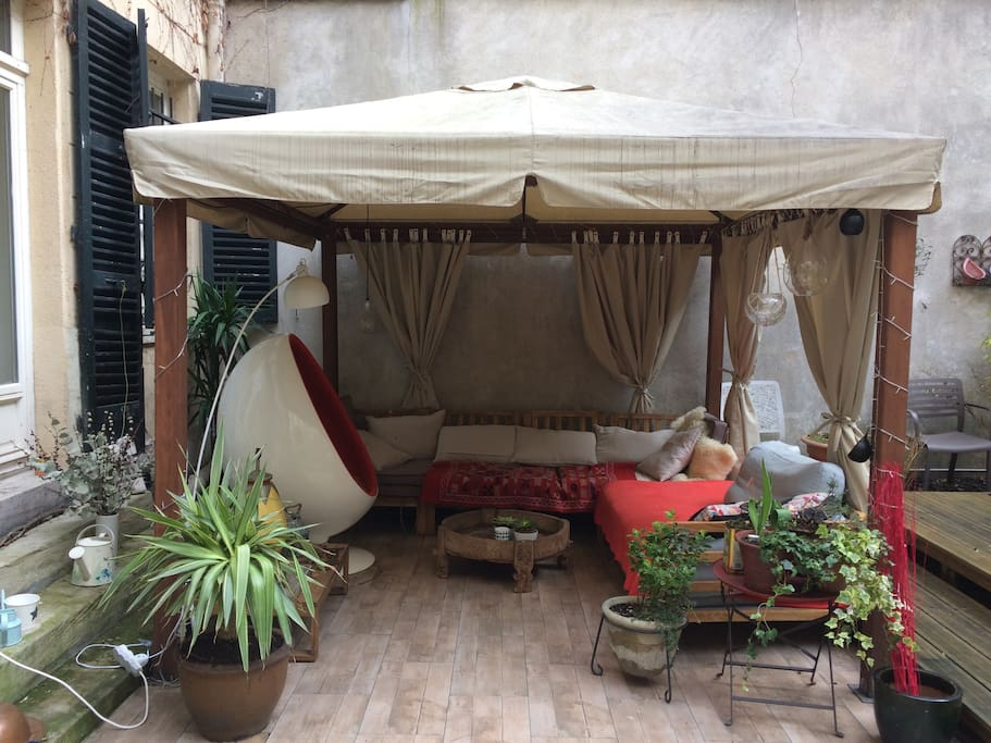 Moroccan style garden lounge