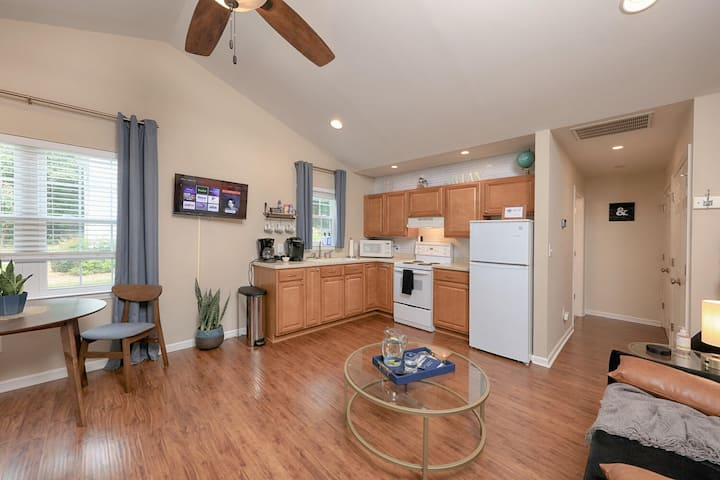 Modern Studio Apartment in Heart of Huntersville