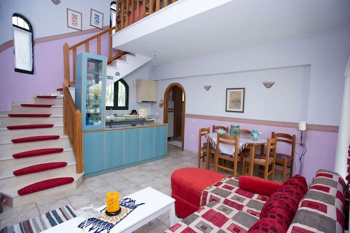 Sunny house near the beach! - Igoumenitsa - Casa