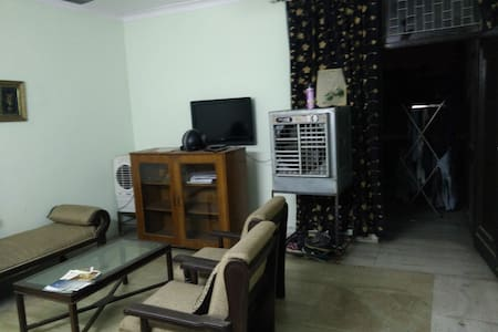 Cosy apartment for Rent-South Delhi - Neu-Delhi - Wohnung