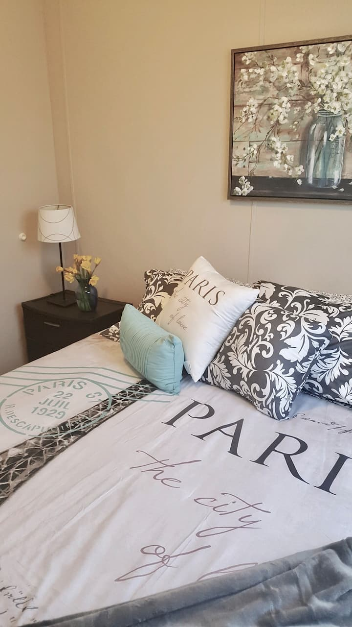 3 for 1 - Private bed/ba AND Bonus Room