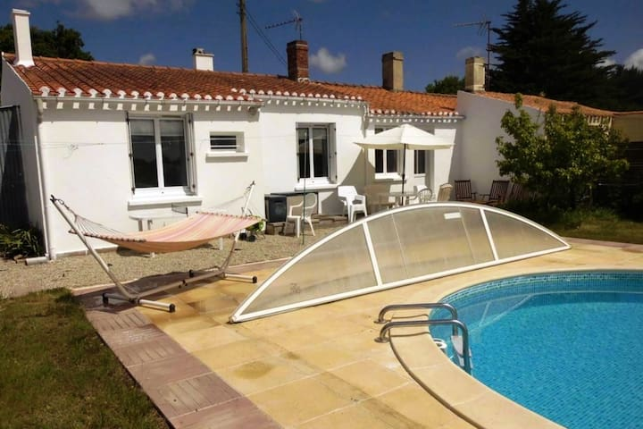 Villa 8 People - Pool, Spa, Garden 15km from beach