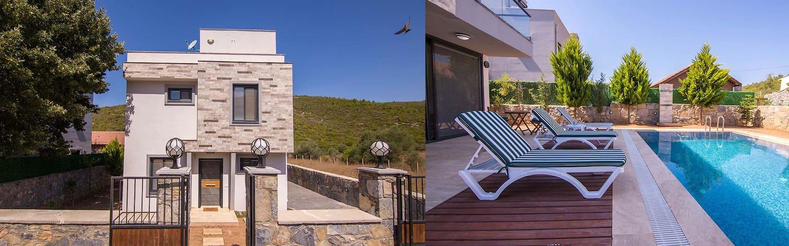 Yüzme havuzlu villa  / Villa with swimming pool