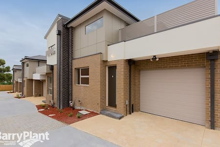 Simple Family House - Noble Park