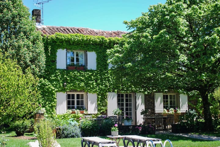 Heritage Mansion in Teillet with Private Pool