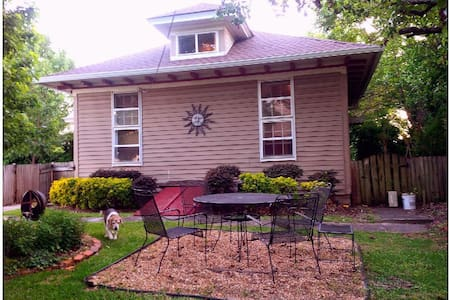 Authentic, private  Carriage House InTown Macon