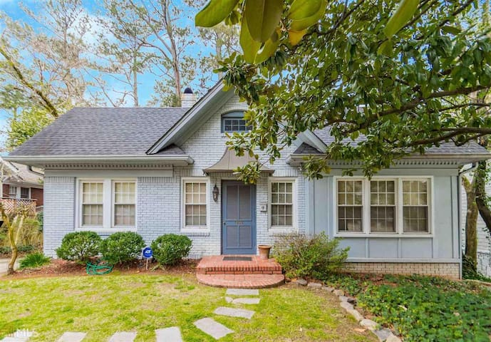 Charming Midtown Bungalow | Close to Everything!