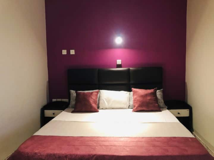 Deluxe Suites - Opposite Kumasi City Mall