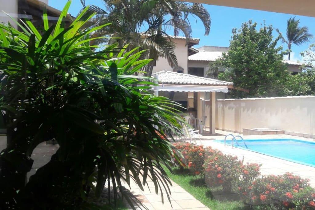 Entrada lateral piscina