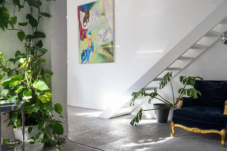 Artist's warehouse studio loft conversion. - Richmond - House