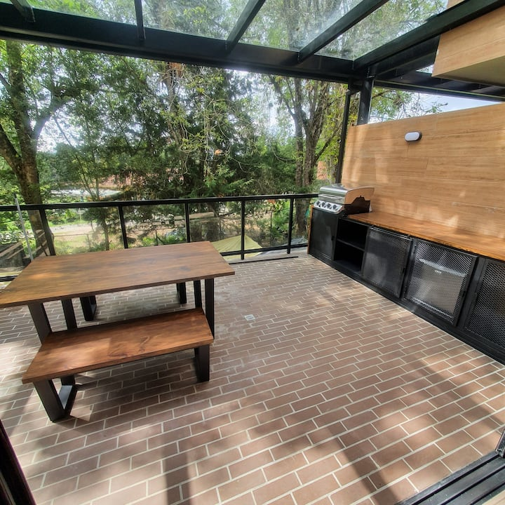 COUNTRY Luxe Apt 1/2 Big Private Terrace with BBQ