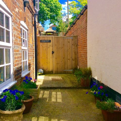 Stunning Garden Apartment Hungerford high street