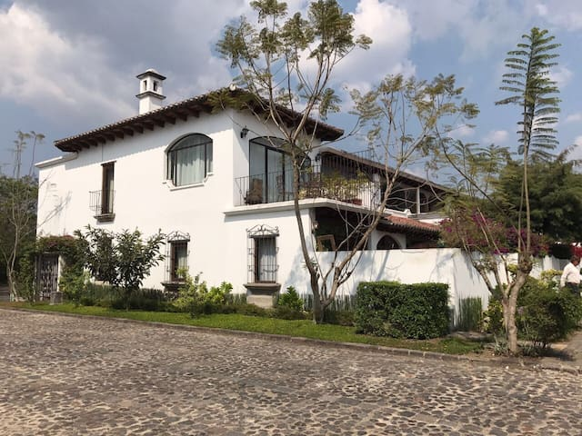 Beautiful Villa in Antigua! SEMANASANTA Disponible - Antigua Guatemala - Villa