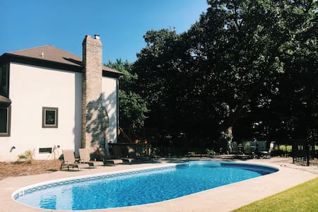 6-Bedroom Retreat w/Pool, Perfect for Large-Groups