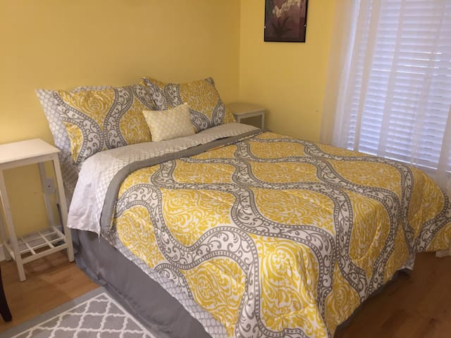 Private Bedroom in Spacious Condo near IAD & Shops - Reston - Departamento