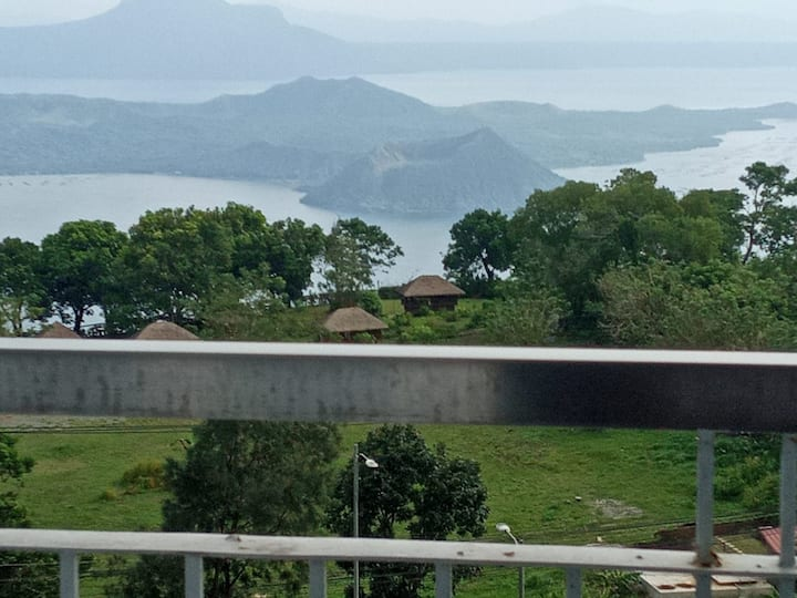 Cozy Nook in Tagaytay with a View