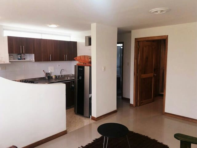 Bien ubicado seguro y sin ruido, great location! - Manizales - Apartament