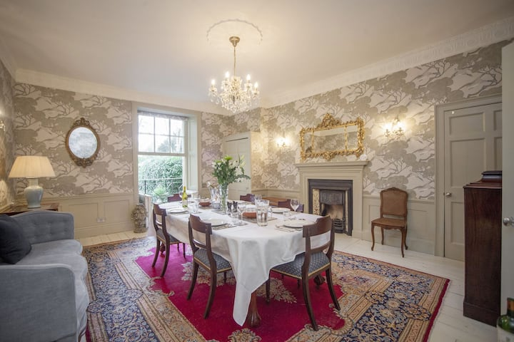 Georgian Great Pulteney - Historic 3 bedroom maisonette with sauna in central Bath