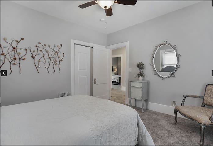 Renovated private room near Downtown