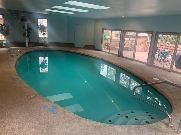 Spacious Master Bed & Bath with Pool & Hot Tub
