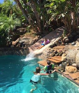 Tropical  Tiki Resort Hideaway - Entire Floor