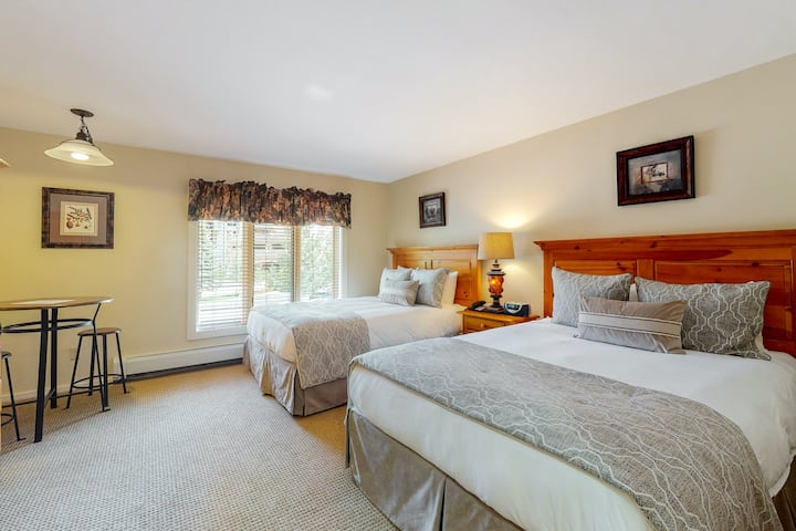Ski-in/out condo w/shared pool/hot tub/laundry, mountain/village view, fast WiFi