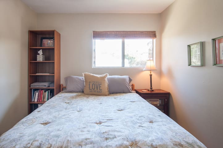 2nd bedroom has queen size bed, bright and airy.