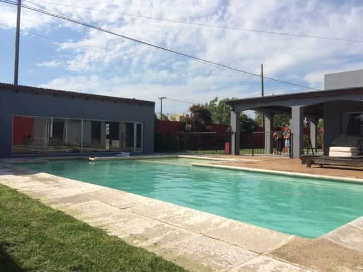 Casa con piscina para 8 personas en Necochea